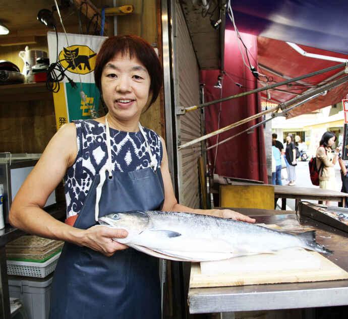しゃけこさんこと昭和食品の佐藤友美子社長と塩鮭