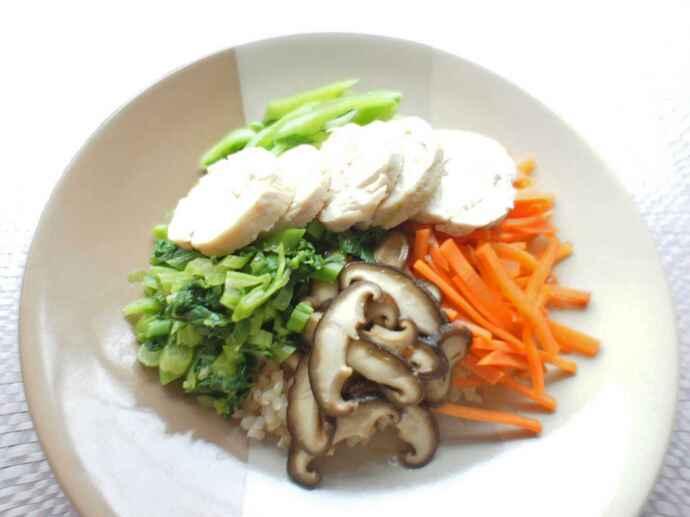 チキンハムと緑黄色野菜の玄米ご飯
