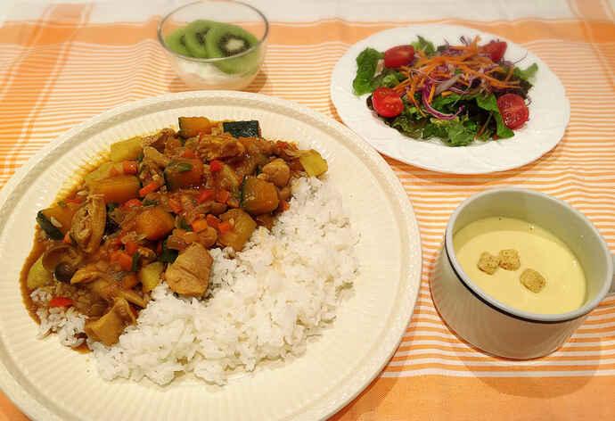 鶏もも肉と彩り野菜のカレーライス(写真は1食分の一例です)