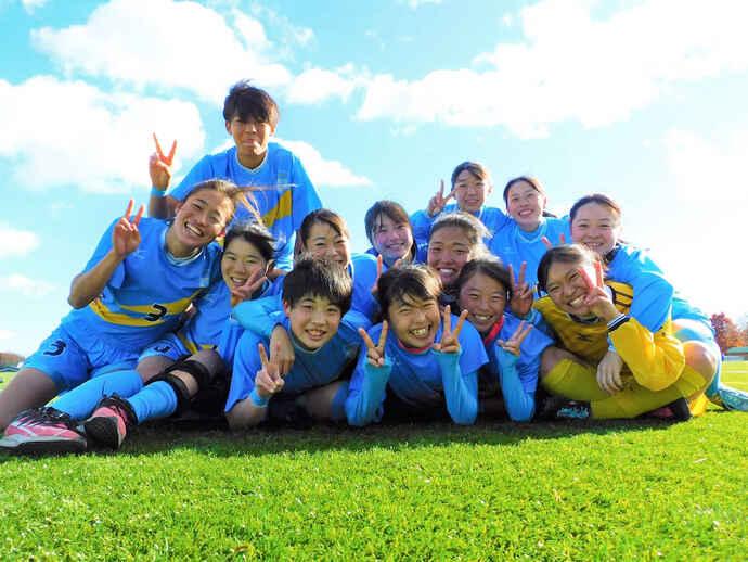 1987年創部と神奈川県で最も歴史の長い女子サッカー部。インターハイ3回、選手権8回出場の名門が4年ぶりに聖地へ乗り込む(チーム提供写真)