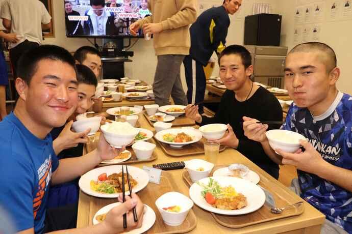 選手たちは年始に目標体重を掲げ、達成に向けて各自で食事トレーニングに取り組んでいる