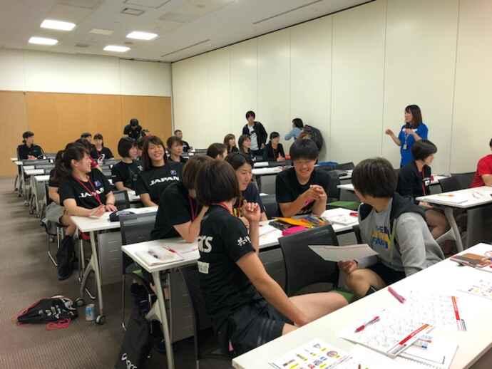 栄養の勉強会を開いたハンドボール女子日本代表(味の素VP提供)