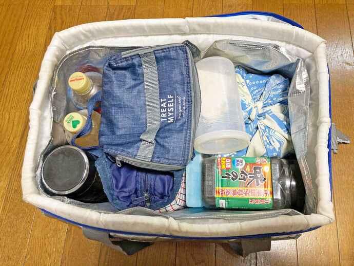 市和歌山・小園健太投手は平日、朝食セットや昼食、補食を入れた保冷バッグを持って通学する。左上の凍らせた麦茶は練習開始頃に解凍され、保冷剤代わりになる(写真提供・母優佳さん)