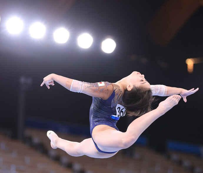 体操女子個人総合決勝、平均台で力強い演技を披露する村上(撮影・河野匠)