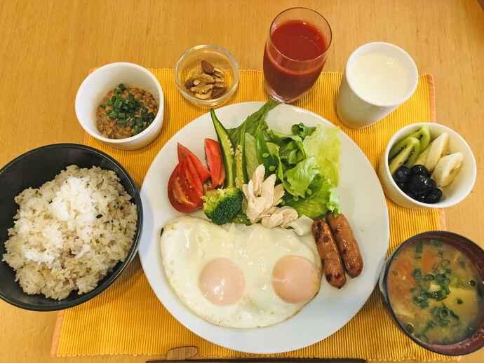 山崎さんの投稿から。コロナ禍であらためて大切さを認識したある日の朝食