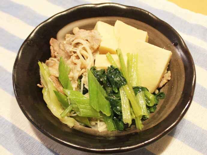 いつもの豆腐を高野豆腐に変えることで栄養価が上がる「高野豆腐の肉豆腐」