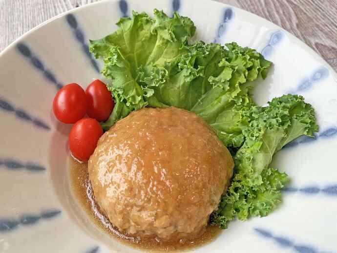 肉だけで作るより、脂質を抑えて多くの栄養素が摂れる「おろし高野豆腐ハンバーグ」
