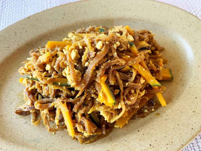 スパイスの香りが食欲をそそる「切り干し大根とカボチャのカレー炒め」