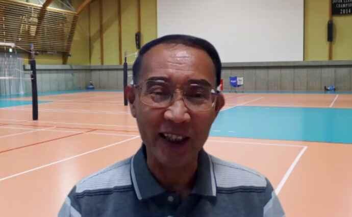 トークを繰り広げる中学女子バレーボールクラブチーム「シーガルクラブ」監督の芝田伸之氏
