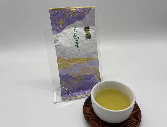 摘採時期の中で一番早くできる芽を、一芽一芽手摘みで摘採した「極上天竜茶」をセミナー前にご自宅へお届けします